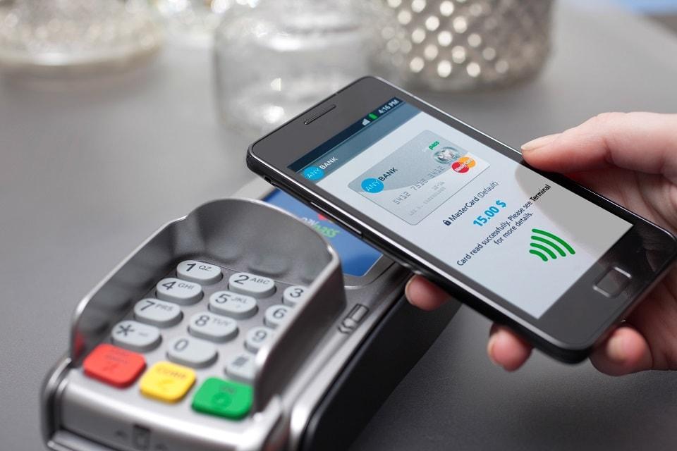 Как пользоваться картой с бесконтактной оплатой и чипом, как прикладывать к терминалу, платить прикосновением