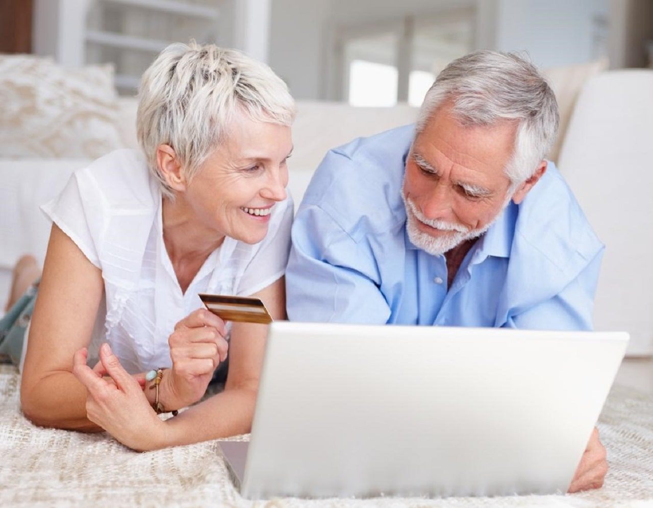 Обзор выгодных банков для перечисления пенсии на карту